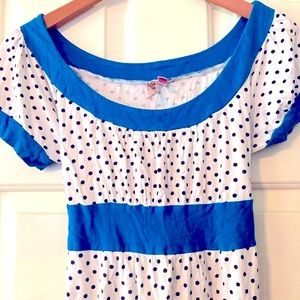 Dolled Up women's daisy top